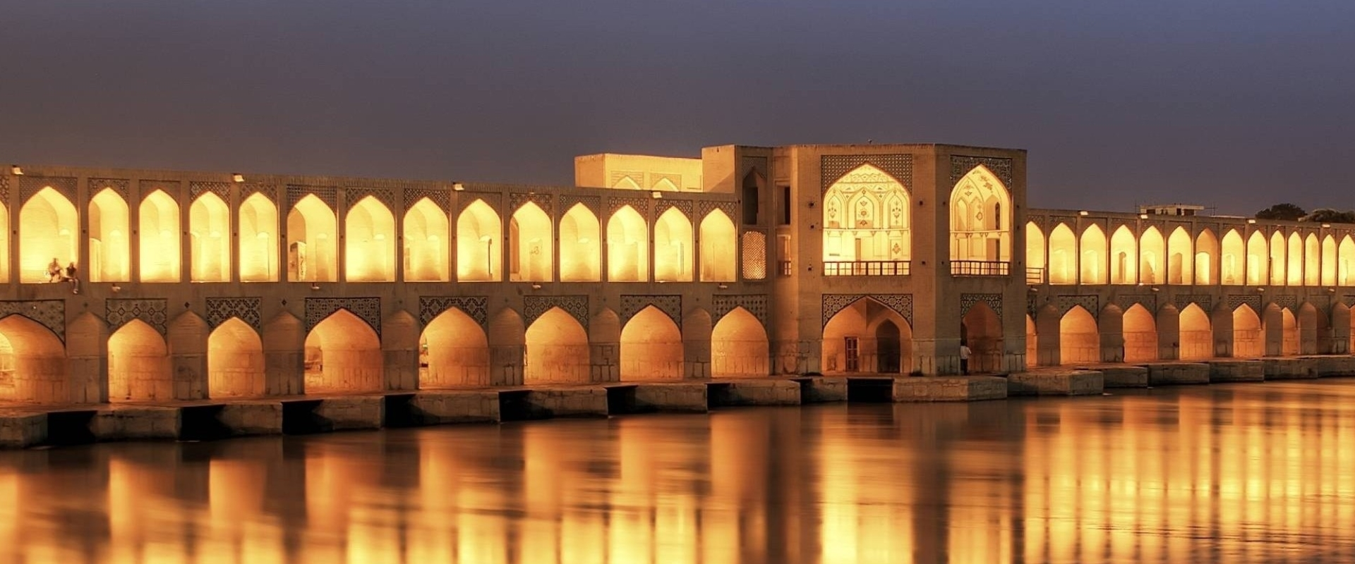 khaju_bridge_at_dusk_isfahan_iran-wallpaper-2560×768
